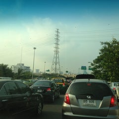 Photo taken at แยกวัดพระรามเก้า (Wat Rama IX Intersection) by Doliko W. on 2/7/2013