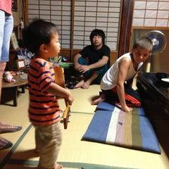 Photo taken at 古民家ゲストハウス 梢乃雪 by Yaeko K. on 7/31/2013