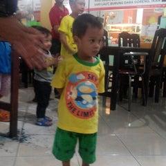 Photo taken at Sentra PKL Gayungan by Ani R. on 10/31/2015