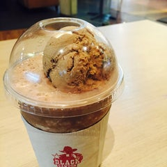 Photo taken at Black Canyon (แบล็คแคนยอน) by Khae D. on 2/17/2015