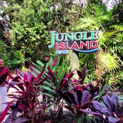 Photo taken at Jungle Island by Serbülent P. on 3/13/2013