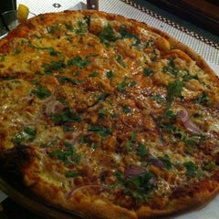Photo taken at Johnnie's New York Pizzeria by Deer L. on 12/11/2012