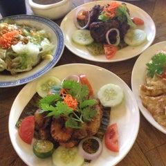 Photo taken at Taiping Lang Restaurant by Bad2dbone on 3/18/2015