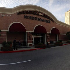 Photo taken at Nordstrom Rack Centre at Post Oak by Dan A. on 7/7/2015