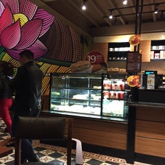 Photo taken at Highlands Coffee by Michael Chang K. on 1/21/2015