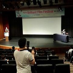 Photo taken at 씨네코드 선재 (CineCode Sonje) by Ji yeon P. on 7/22/2013