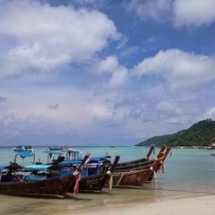 Photo taken at Phi Phi Natural Resort by Jin Ngee C. on 6/2/2015