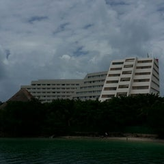 Photo taken at Oasis Palm Beach Resort by Ale S. on 5/31/2013