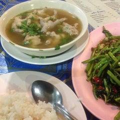 Photo taken at ข้าวต้ม ปังปอนด์ by บร๊ะเจ้า โ. on 3/26/2013