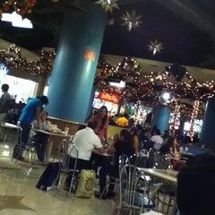 Photo taken at Area de Comida Rápida by Rebeca B. on 12/23/2012