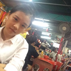 Photo taken at Gou Lou Mamak & Western Food (高佬妈妈档) by Kok I. on 5/21/2015