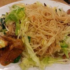 Photo taken at Ze Lin Vegetarian Restaurant by Jonathan K. on 3/5/2013