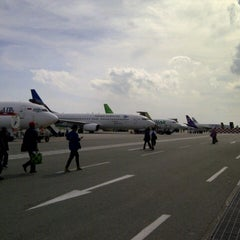 Photo taken at Sultan Aji Muhammad Sulaiman Sepinggan Balikpapan International Airport (BPN) by Bintang A. on 1/22/2013