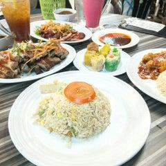 Photo taken at Restoran Cina Muslim Mohd Chan Abdullah by Faisal H. on 8/3/2015