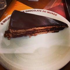 Photo taken at O Melhor Bolo de Chocolate do Mundo by Marcelo Barzotto on 11/8/2013