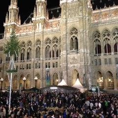 Das Foto wurde bei Rathausplatz von Mehmet Y. am 4/13/2013 aufgenommen