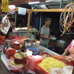 Photo taken at Jalan Ipoh Curry Mee by Firuz S. on 5/24/2016