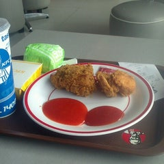 Photo taken at KFC by fyusiko B. on 10/27/2013