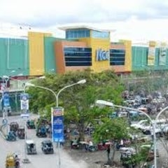 Photo taken at KCC Mall of GenSan by jR_olaer on 1/23/2013