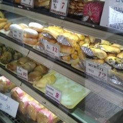 Photo taken at SASAKI Bakery | ซาซากิ เบเกอรี่ by Nai P. on 1/23/2013
