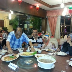 Photo taken at New Horizon Garden Restaurant by Norazura A. on 1/25/2013