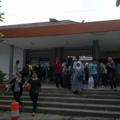 Photo taken at Stasiun Pondok Cina by Diana S. on 7/6/2013