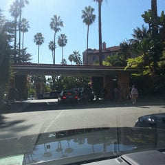 Photo taken at Beverly Hills Hotel by Rob H. on 11/4/2012
