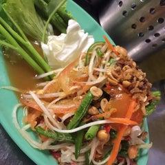 Photo taken at Restoran Pee Nong (泰乡栈泰式餐厅) by 👑Kings K. on 11/9/2015