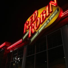 Photo taken at Red Robin Gourmet Burgers by Melody C. on 1/4/2013