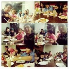 Photo taken at Pizza Hut by Nur azizah f. on 7/11/2014