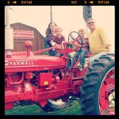 Photo taken at Cherry Crest Adventure Farm by J.r. W. on 9/28/2012