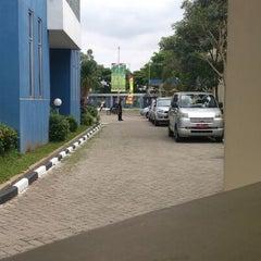 Photo taken at KPP Bea dan Cukai Tipe Madya Pabean Tangerang by Steevee G. on 1/7/2013