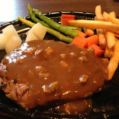 Photo taken at Chokchai Steakhouse (โชคชัยสเต็คเฮาส์) by worakrit y. on 1/16/2013