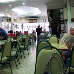 Photo taken at Restoran Insaf by Anakcemut on 2/3/2013