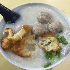 Photo taken at Chai Chee Pork Porridge by Jaymz 林. on 11/10/2015
