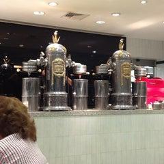 Photo taken at Gran Café de la Parroquia by Julio Cesar L. on 7/14/2013