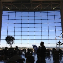Photo taken at Seattle-Tacoma International Airport (SEA) by Natalie Y. on 7/14/2013
