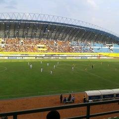 Photo taken at Stadion Gelora Sriwijaya (GSJ) by Nanda Okta P. on 3/13/2013