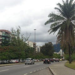 Photo taken at Avenida Epitácio Pessoa by Emerson S. on 2/27/2013