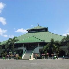 Photo taken at Masjid Agung Sudirman by Meonglana O. on 9/12/2014