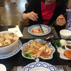Photo taken at Wang Thai by Jieun L. on 7/12/2015