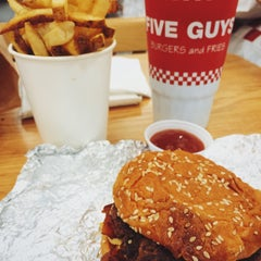Photo taken at Five Guys by Fede S. on 10/30/2015