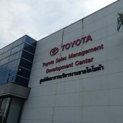 Photo taken at Toyota Body Service Co., Ltd. by Fairlady Z Y. on 8/28/2013