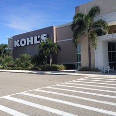 Photo taken at Kohl's by Rich L. on 12/11/2013