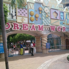 Photo taken at Dream World (ดรีมเวิลด์) by Kritsa D. on 6/8/2013