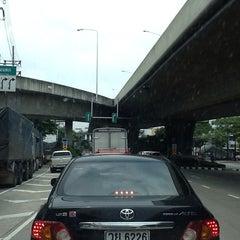 Photo taken at สะพานพระราม 3 (Rama III Bridge) by สุรัก😍  ชอบเตะ⚽️ ชอบตี ⛳️ on 10/4/2013
