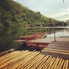 Photo taken at The River Kwai Jungle Rafts by Khunpentor on 5/26/2014