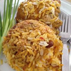 Photo taken at ดิโอเอซิส อาหารอิสลาม by Jeabzz on 11/26/2012