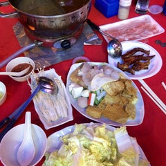 Photo taken at Restaurant Ho Ho Steamboat (好好海鲜火锅之家) by CinDy L. on 12/14/2014