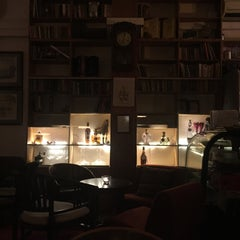 Photo taken at The Reading Room by Byron H. on 6/21/2015